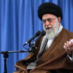 """Imam Khamenei: """"Fare compromessi con gli USA non aiuterà i problemi del paese, ma li aggraverà"""""""